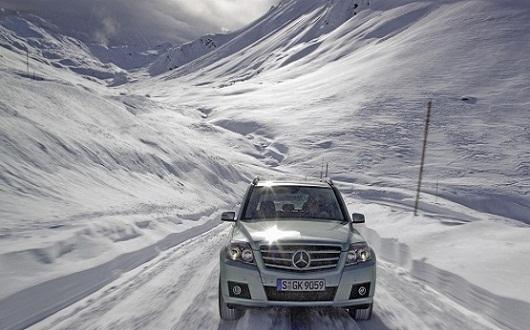 snow_suv_front_view_mercedesbe_2560x1920_vehiclehi-com